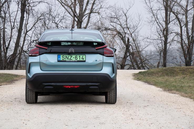 270-300 kilométeres hatótávval már lehet autózni