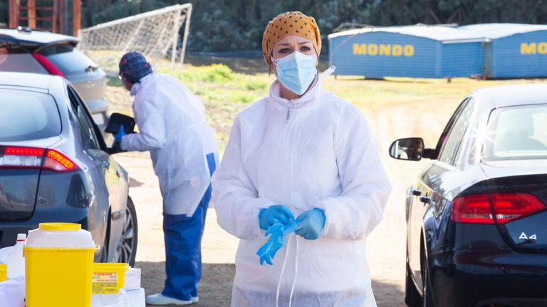 Több mint 340 ezer embert fertőzött meg egy nap alatt a koronavírus