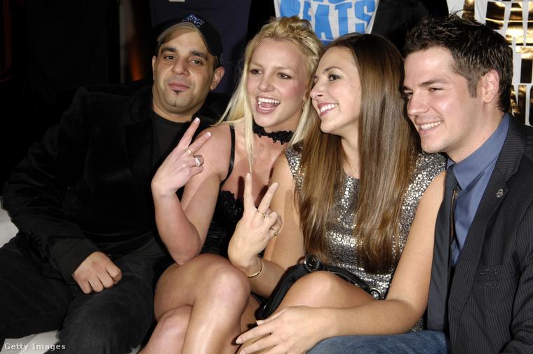 A 2007-ben készült fotón Sims Spears bal oldalán látható.