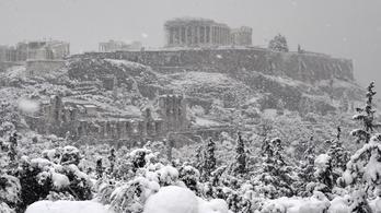 Brutális havazás miatt felfüggesztették az athéni tömegközlekedést
