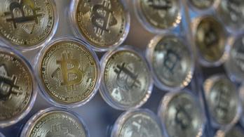 Áttörte a lélektani határt a bitcoin