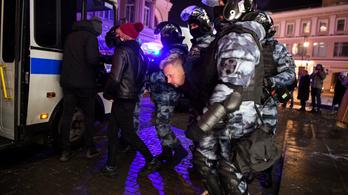 Videó: az oroszok feltalálták a rohamrendőrös kidobóst