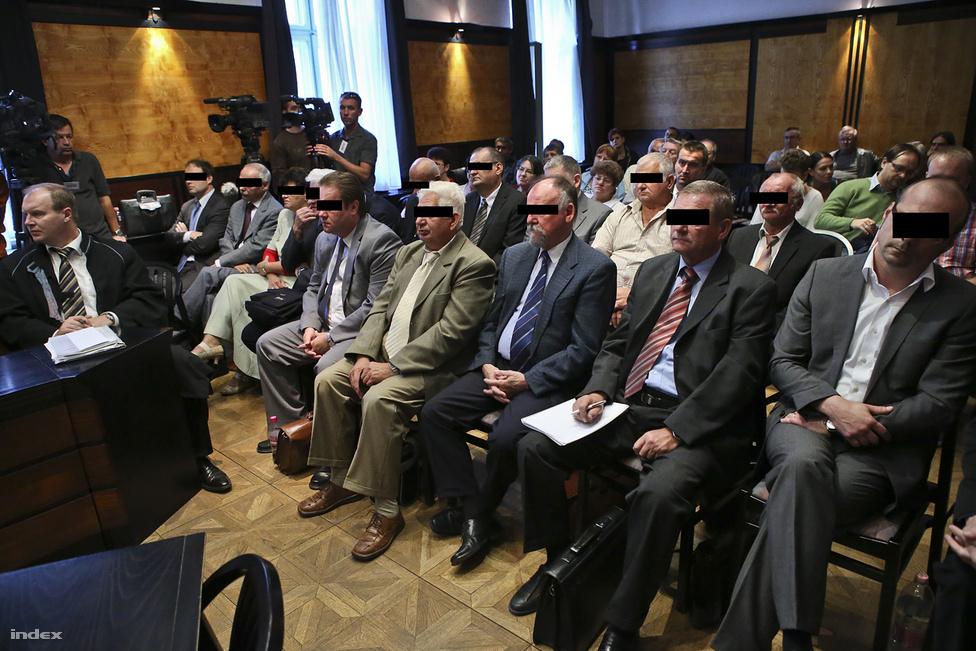 Szeptember 24-én elkezdődött a Mal-per, amiben a Mal Zrt. vezetői és munkatársai állnak bíróság elé, összesen 15-en. A 91 oldalas vádirat szerint többszörös kötelességmulasztás vezetett nyolc ember halálához, 226 ember sérüléséhez, a környezet szennyezéséhez és több tíz milliárd forintos anyagi kárhoz, ezért az ügyész letöltendő börtönbüntetést kért mindenkire.