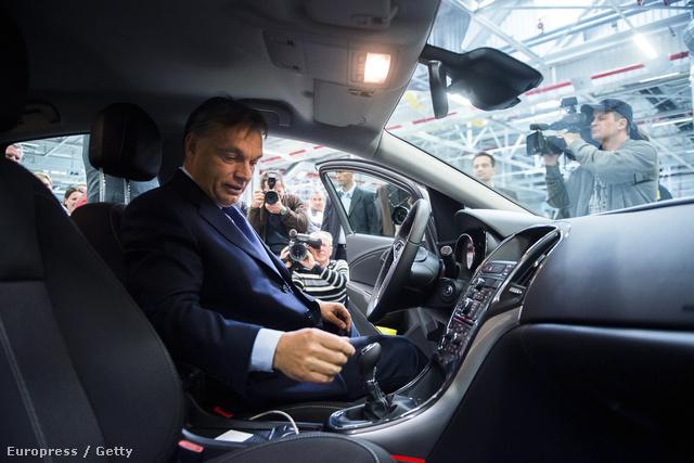 Orbán a szentgotthárdi üzemben