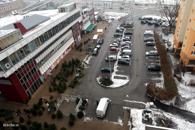 A Flórián üzletközpont melletti parkoló
