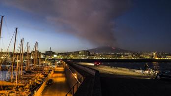 Ismét kitört az Etna, a környéken mindent elborít a vörös hamu