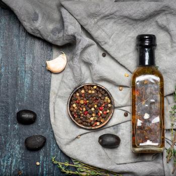 Így készíthetsz ízesített olajat: sokkal finomabb lesz tőle minden étel