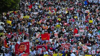 Helyi hírességek részvételével folytatódtak a tüntetések Mianmarban