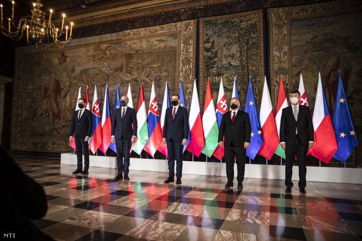 Avisegrádi együttműködés megalapításának 30. évfordulója alkalmából rendezett kormányfői találkozó a krakkói királyi várban, a Wawelben 2021. február 17-én