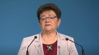 Müller Cecília: A járvány nem enged a szorításából, enyhítésnek nincs itt az ideje