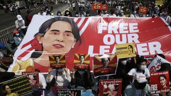 Titkos tárgyaláson, védelem nélkül állították bíróság elé Aung Szan Szú Kjít