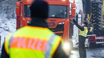 Még mindig sok kamiont fordítanak vissza a csehek
