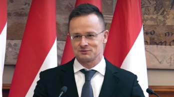 Orbán Viktor a kínait választja, Szijjártó Péternek mindegy, hogy mit kap