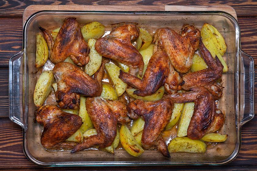 tepsiben sült csirkeszárny krumplival
