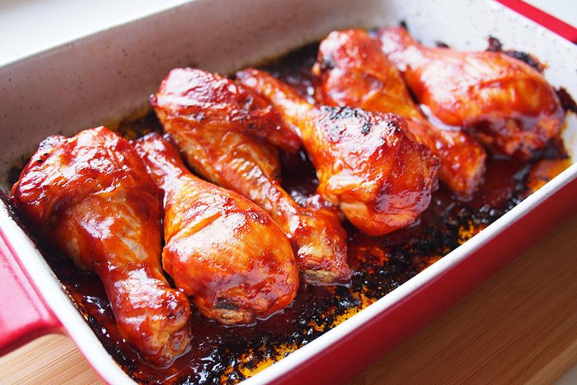 barbecue szószban sült csirkecomb