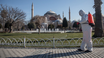 Fokozatosan lazít a korlátozásokon márciustól Törökország