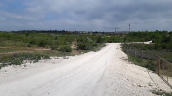Illegális útépítés aggaszthatja a Mészáros-cég vezetőit