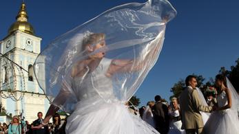 A járvány sem vette el a a külföldiek kedvét a rapid ukrán házasságtól