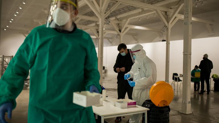 Szlovákia: elszabadult a brit mutáns vírus, összeomlott az egészségügy