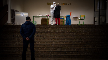 Csaknem négyezer embert kezelnek kórházban Szlovákiában