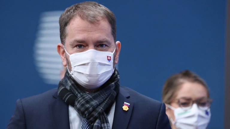 Politikai válságot okozhat Pozsony járvány miatti kapitulációja