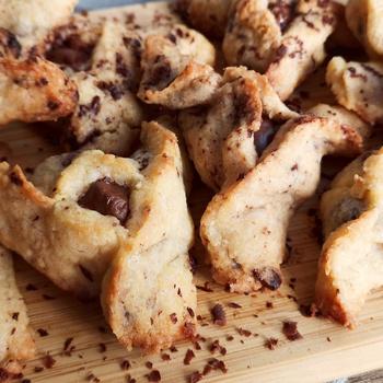Omlós Hámán-táska csokidarabokkal a tésztájában - Purimi édesség még izgalmasabban