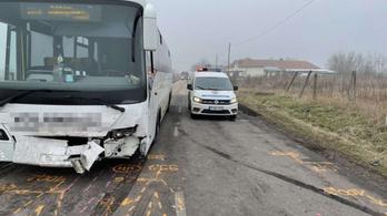 Ketten haltak meg egy balesetben Kömlő és Tiszanána között