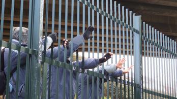 A Biden-kormány megnyitja a határt a menedékkérők előtt