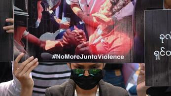 Fejbe lőttek egy fiatal nőt a mianmari tüntetésen
