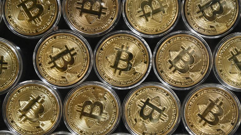A bitcoin hátán erősödnek a kisebb kriptodevizák is