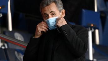Soron kívül beoltották Nicolas Sarkozyt, kitört a felháborodás