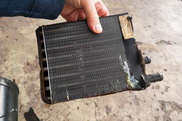 A radiátor bizonyára eresztett már korábban is, utal rá a javítás nyoma
