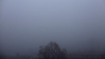 Köd takarja be a reggelt, jön egy kis szaharai por is