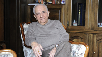 A 88 éves Vitray Tamás balesetet okozott, de nem akarja abbahagyni a vezetést