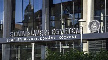 Agyparazitákat elpusztító szert reklámoznak a Semmelweis Egyetem egyik orvosának nevével