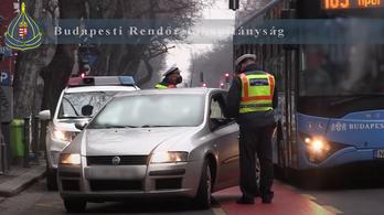 Buszsávrazziát tartottak a rendőrök Budapesten, 81 embert kaptak el