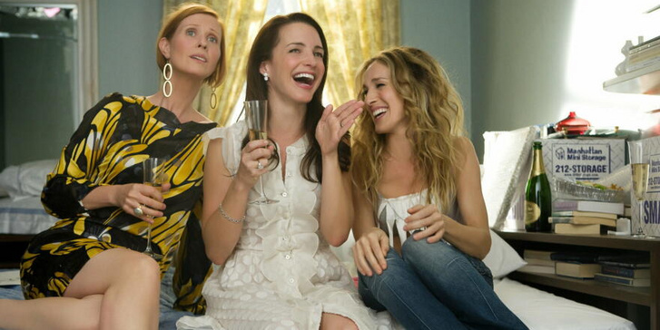 Cynthia Nixon, Kristin Davis és Sarah Jessica Parker a Szex és New York egyik jelenetében