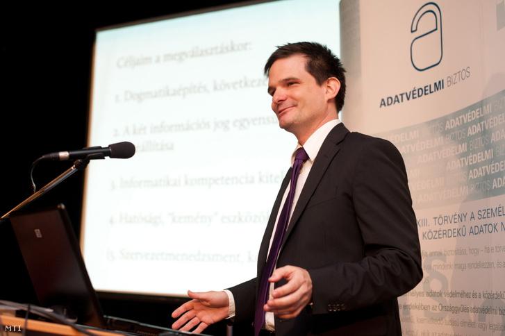 Jóri András adatvédelmi biztos beszél az Adatvédelmi Biztos: 1995–2011 elnevezésű konferencián, amelyet az információszabadság napja alkalmából tartottak a budapesti Aranytíz Kultúrházban 2011. szeptember 28-án