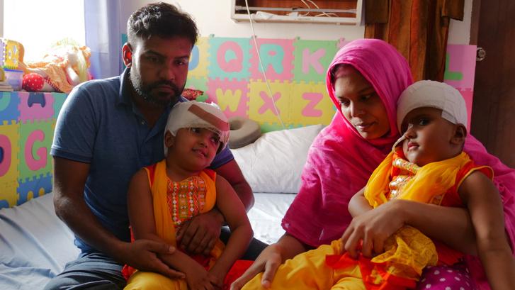 Rabeya és Rukaya dakkai kórházi otthonukban
