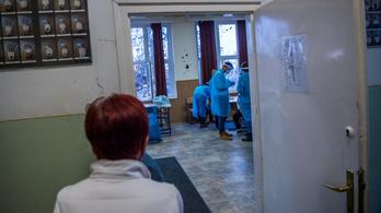 Pedagógusoknak hirdetnek ingyenes koronavírus-szűrést
