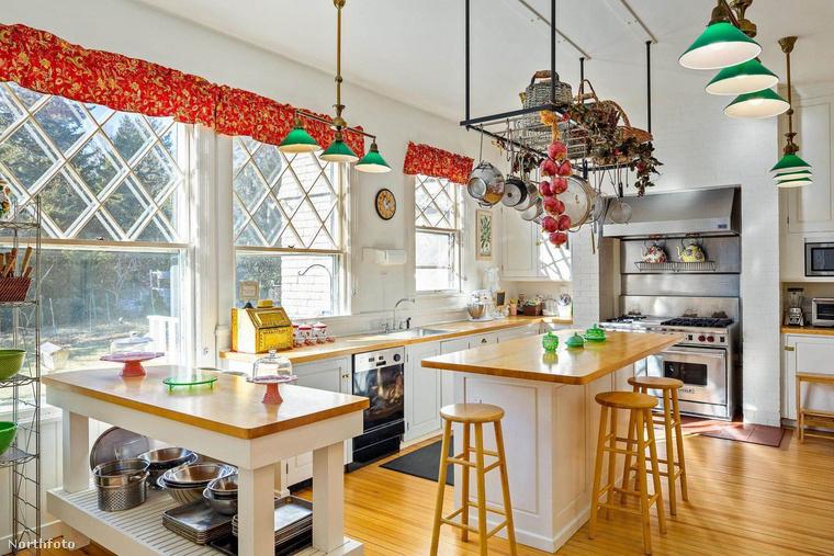 A házat 5 millió dollárért vagyis  majdnem másfél milliárd forintért kínálják eladásra
