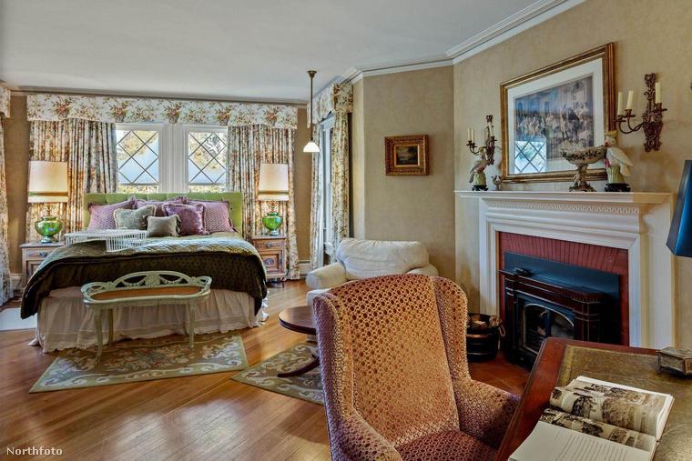 Travolta Kirstie Alley-től vásárolta meg a házat 1991-ben