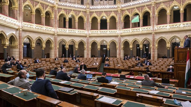 Az Országgyűlés kormánypárti többsége megszavazta a veszélyhelyzet meghosszabbítását