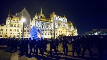 Közmunkára ítélték a Kossuth téri gyújtogatót