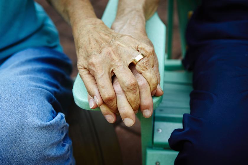 Az Alzheimer-kór és a járvány sem állhatott az idős házaspár útjába: történetük sokaknak erőt adhat