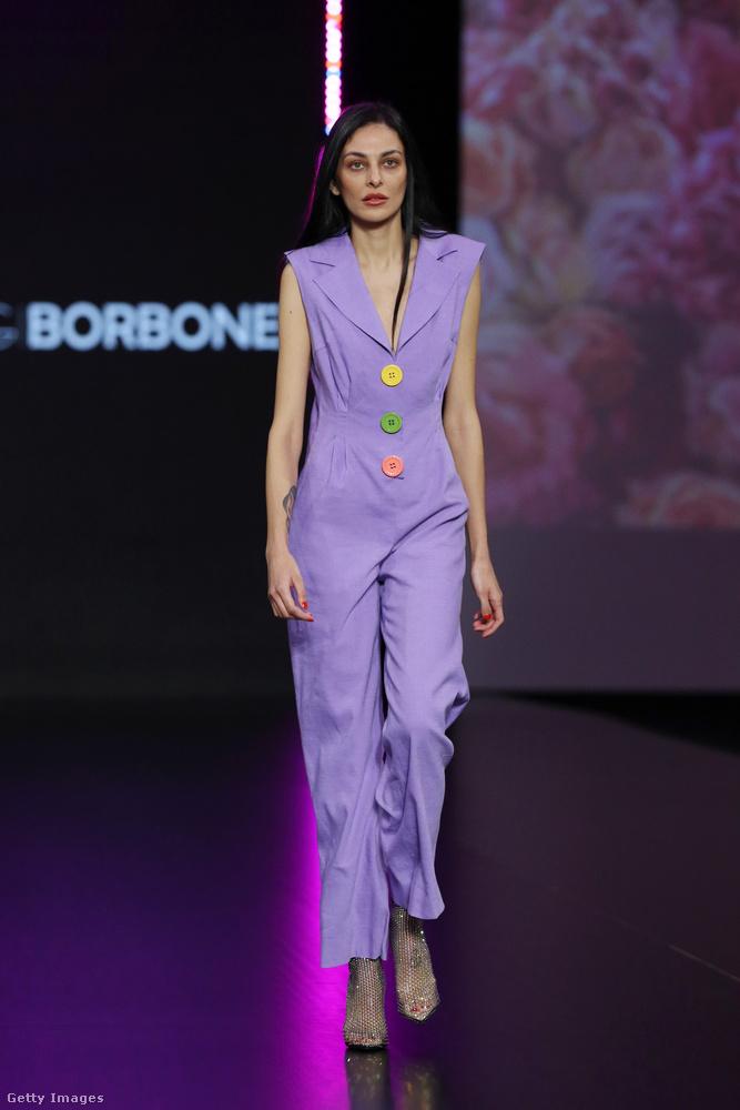 Luigi Borbone rengeteget játszott a színekkel és formákkal az új kollekciójában, ami, ha a régi menetrend még érvényes, akkor a 2021-22-es ősz-téli trendeket mutatja be.