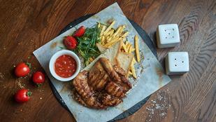 Csirkét is süthetsz a forrólevegős sütőben, mutatjuk, hogyan lesz a legfinomabb!
