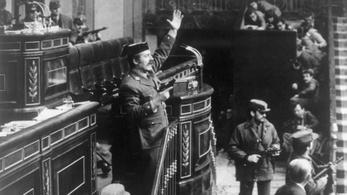 Lövések dördültek a spanyol parlamentben, 40 éve kísértett Franco szelleme