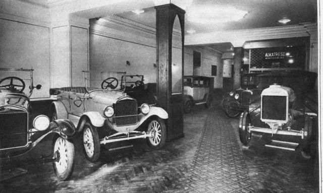 Ford-szalon a Kossuth Lajos utcában 1928-ban