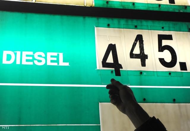 Bruttó 10-10 forinttal emeli a 95-ös benzin, illetve a gázolaj literenkénti nagykereskedelmi árát 2012. január 11-én a Mol, ezzel mindkét üzemanyag ára új történelmi csúcsot ért el.